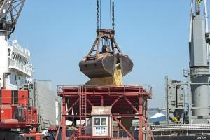 Descarga de graneles en el puerto de Tarragona