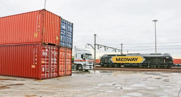 Una locomotora de Medway en la terminal de Fuente de San Luis (Valencia).
