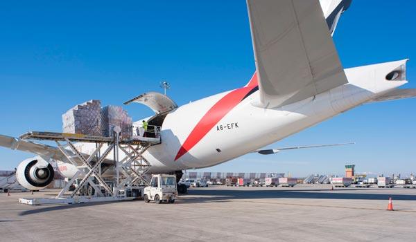 La carga aérea sigue a velocidad de crucero en España