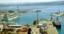 Alcoa manipula cerca de 120.000 toneladas en el puerto de A Coruña.