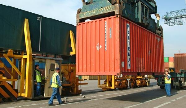 Más de 6.500 estibadores trabajan en los puertos españoles.
