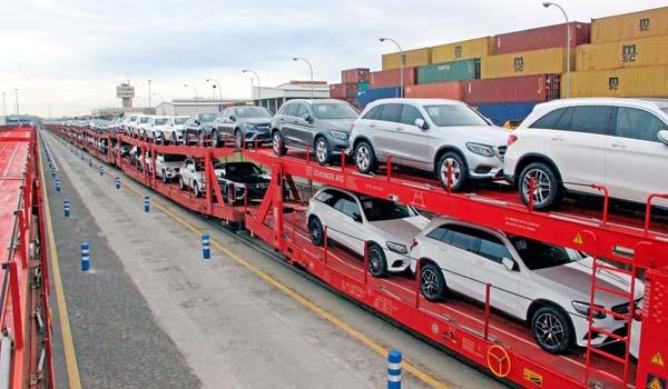 La paralización de la distribución de vehículos, puede colapsar las campas.