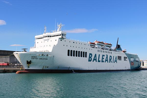 Un ro-pax de la naviera Baleària en el puerto de Valencia.