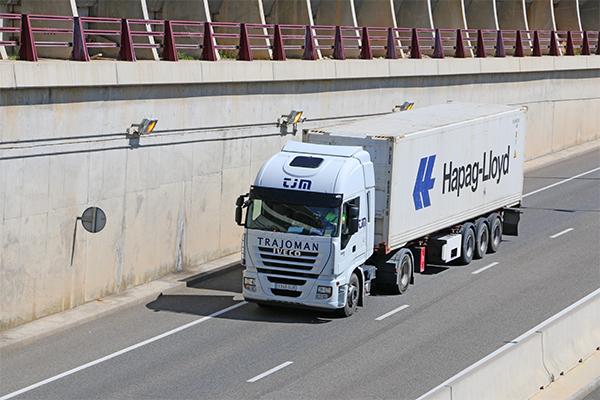 La carretera se ha convertido en una opción entre China y Europa.
