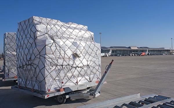 La industria de la carga aérea padece una alarmante escasez de oferta durante la crisis del coronavirus.