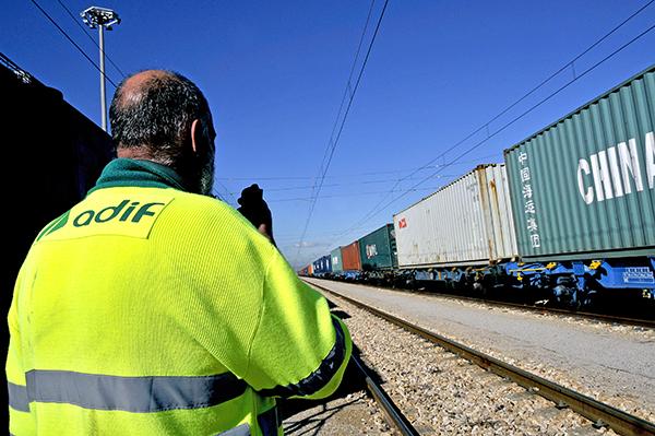 La Estrategia Indicativa del ferrocarril guiará el programa de actuación y la financiación del Adif en los próximos años.