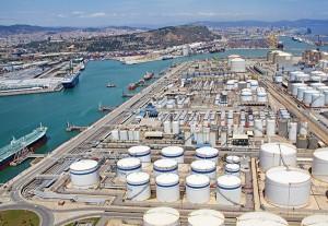 Refinerías y almacenes de reservas de crudo se encuentran llenos.