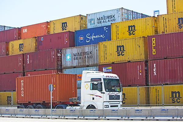 El tráfico portuario se desploma en abril