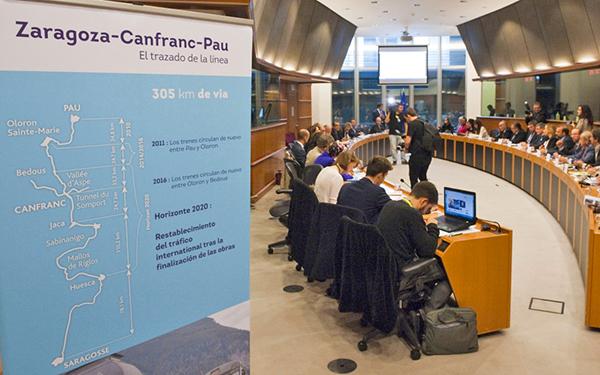 Los gobiernos de Aragón y la región francesa de Aquitania pretenden impulsar la línea Zaragoza-Canfranc-Pau también para las mercancías.