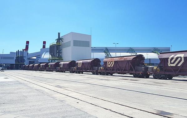 Convoy de FGC entrando en la nueva terminal.