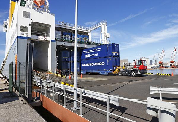 Imagen de una operativa de CLdN en el puerto de Santander.