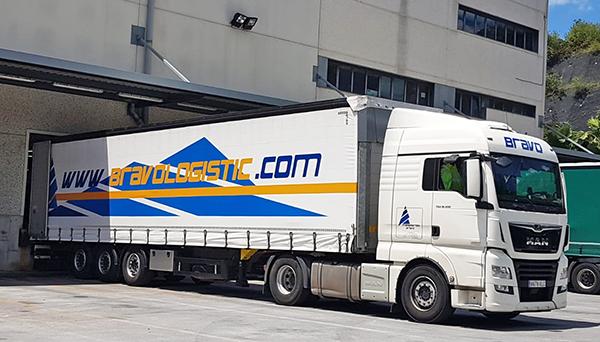 Bravo Logistics opera con una flota formada por una docena de cabezas tractoras y
