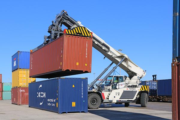 Operaciones en la terminal de CSP Spain en el puerto de Valencia.