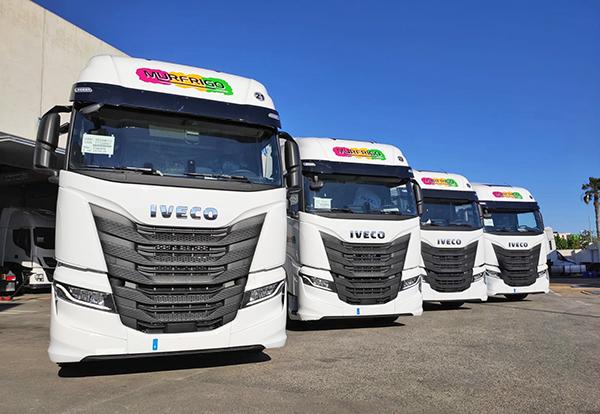 Imagen de las cuatro cabezas tractoras incorporadas por Murfrigo Logística.