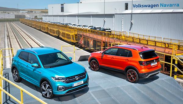 Vehículos del modelo T-Cross preparados para su embarque por ferrocarril en la planta de Landaben.