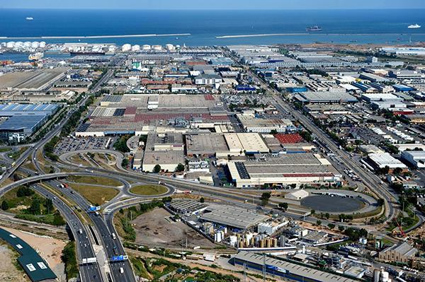 Vista aérea planta de Nissan en la Zona Franca.