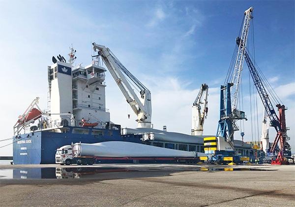 Durante 2019 se realizaron 36 embarques de mercancía eólica en el puerto de Motril.