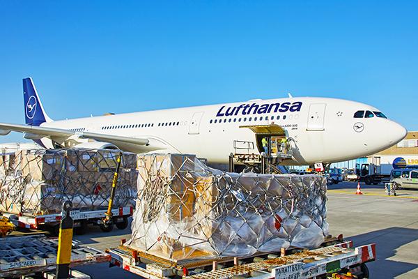 La carga en las bodegas de los aviones empieza a crecer. Foto: Lufthansa