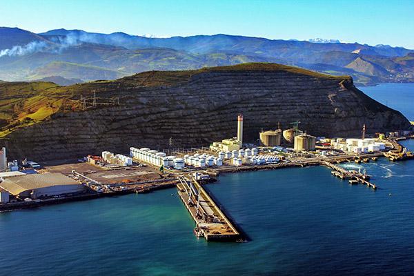 GM Fuel, DBA y Petronor, de pesca en el puerto de Bilbao
