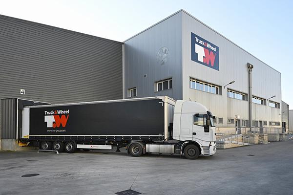 Instalaciones de Truck & Wheel Logistics en Cabanillas del Campo.