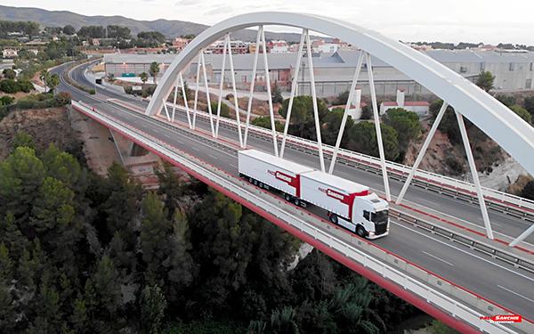 Imagen del 'megatrailer' de Paco Sanchis Transports, con una capacidad para 52 palés.