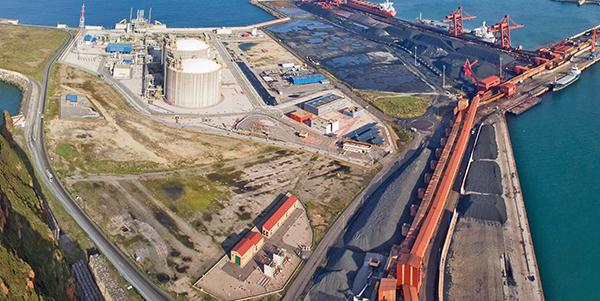 Imagen del área del puerto de Gijón delimitada por las instalaciones de Enagas y de Ebhi.