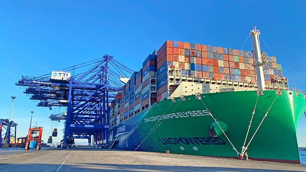 En los muelles españoles trabajan más de 6.500 trabajadores portuarios.